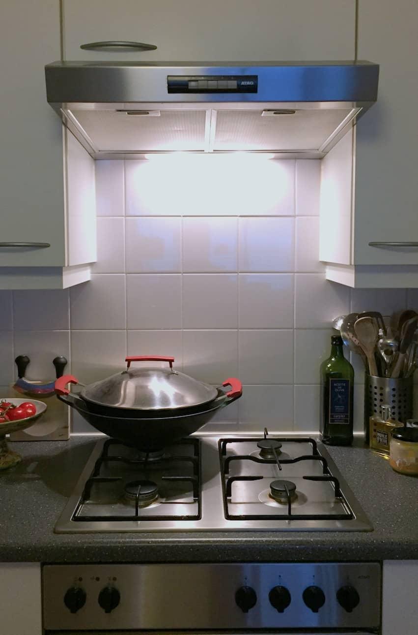 Over mijn veel te kleine keuken waar geen wokbrander in past francesca kookt - Kleine keuken amerikaanse keuken ...