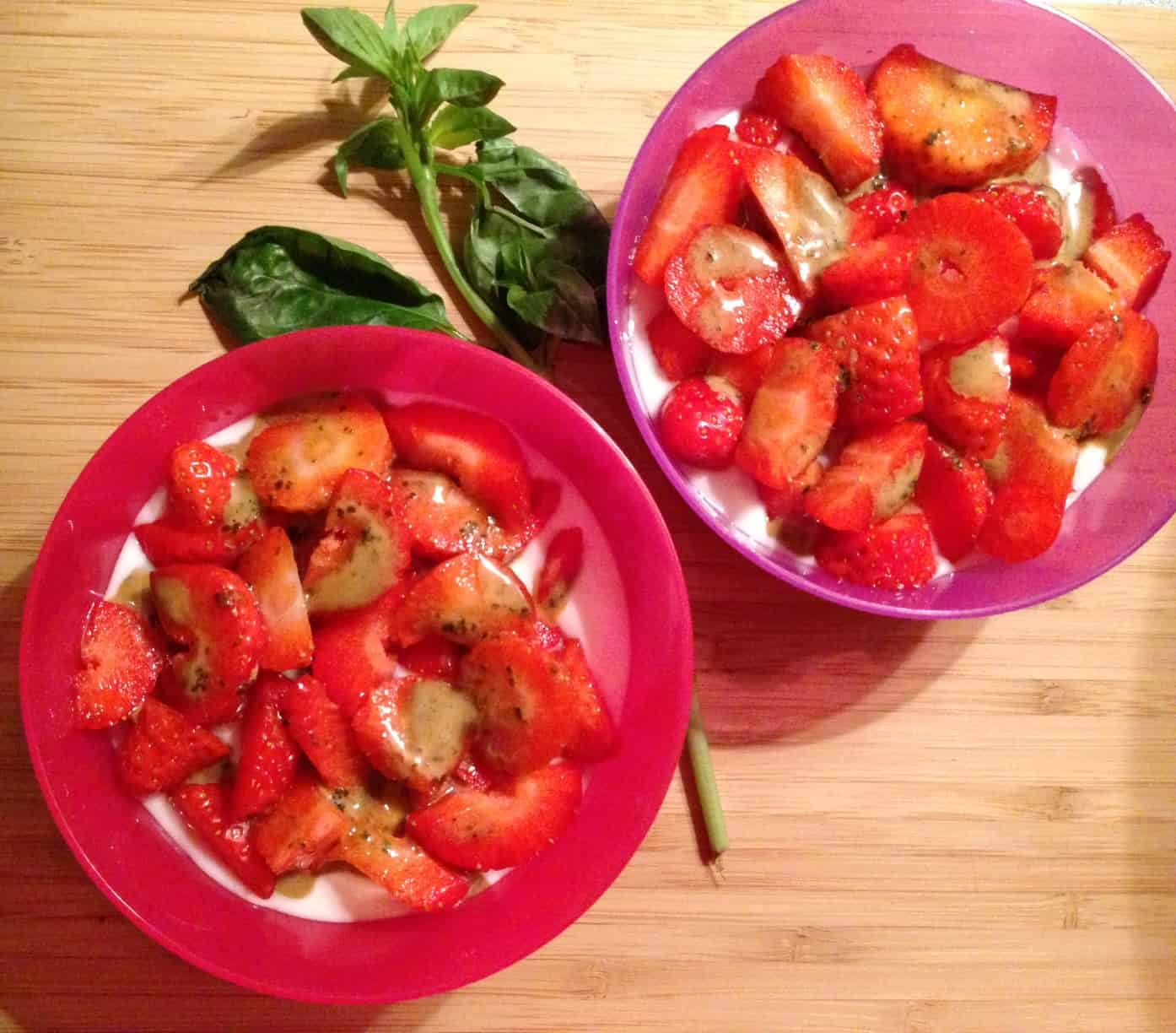 Aardbeien met yoghurt en basilicum balsamico