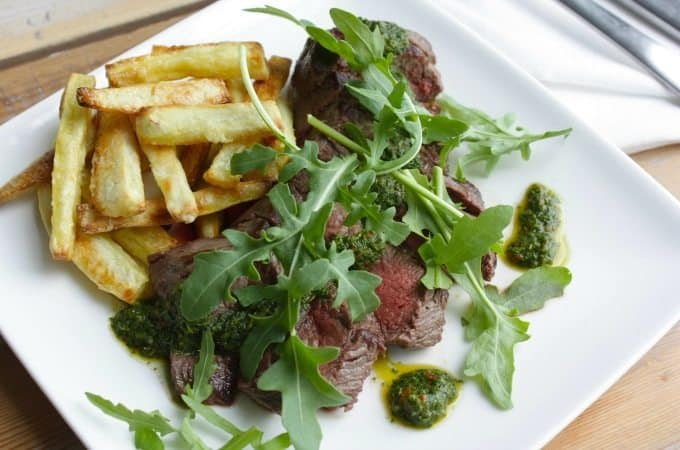Biefstuk-met-groene-salsa-en-zoete-aardappelfriet_1