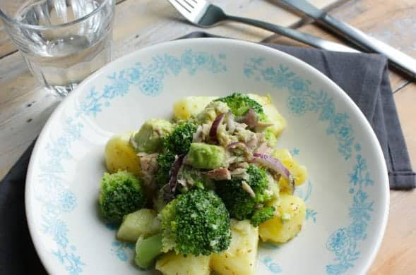 Broccoli-salade-met-avocado-tonijn-en-aardappel_1