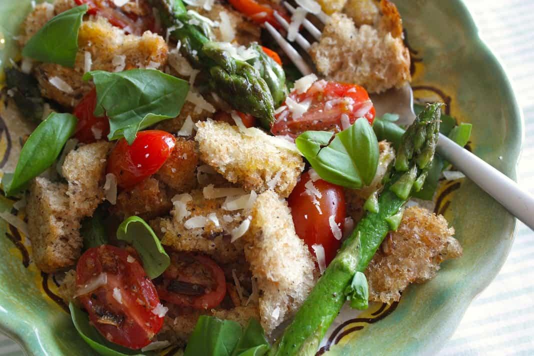 Groene Keuken Recepten : Gebakken panzanella met groene asperges – Francesca Kookt