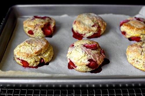 Francesca Kookt_koekjes bakken voor mama_aardbeien room scones
