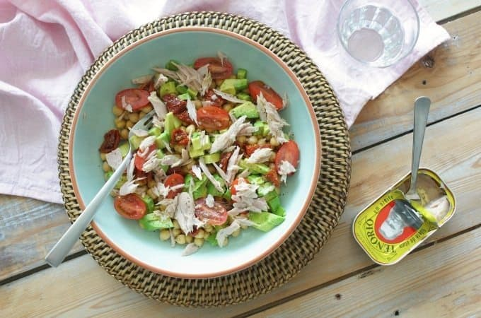 Francesca Kookt_salade met tonijn, avocado en kikkererwten_1_uitgelicht2