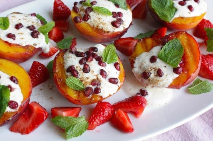 Gegrilde-perziken-met-yoghurt-granaatappel-en-munt_1