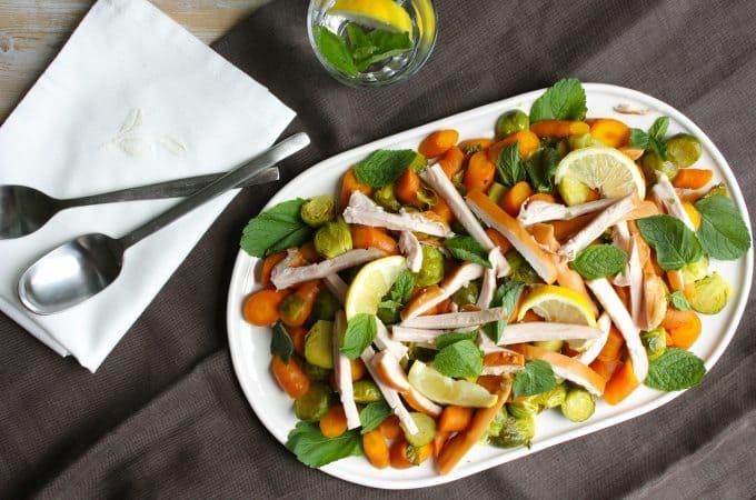 Geroosterde-spruitjes-en-wortel-met-kip_1