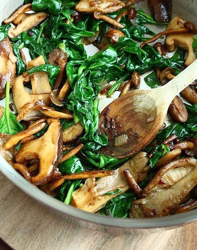 Gesauteerde paddenstoelen met spinazie en truffel_2