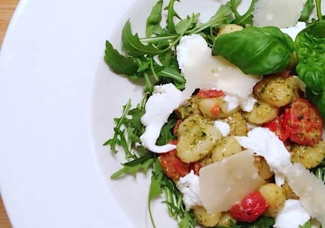 Gnocchi-met-pesto-tomaat-mozzarella-en-parmigiano-640x450