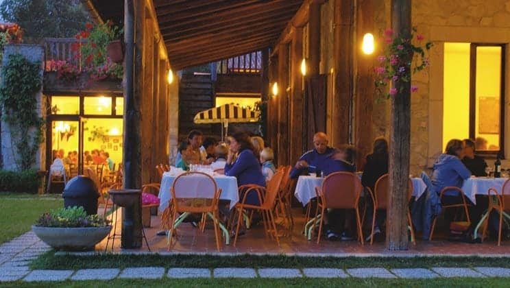 IS012-castelvecchio-il-collaccio-campsite-italy-south-restaurant_tcm14-3329