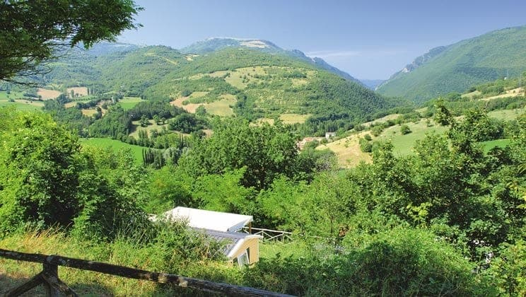 IS012-castelvecchio-il-collaccio-campsite-italy-south-view_tcm14-3317
