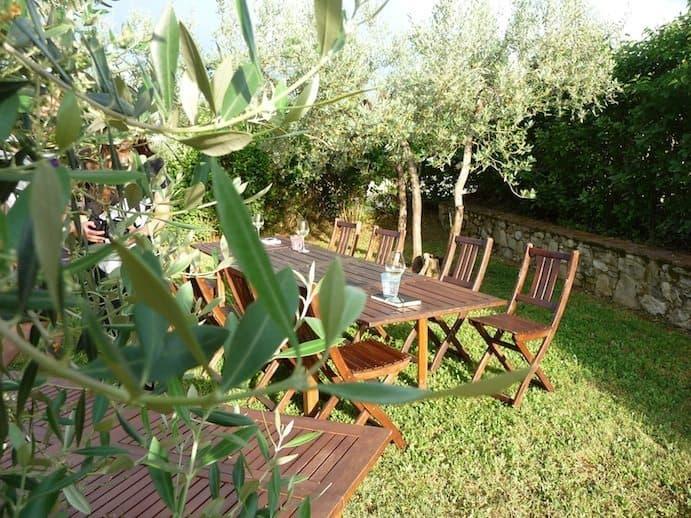 JUST AWAY_toscane_Eten in de tuin