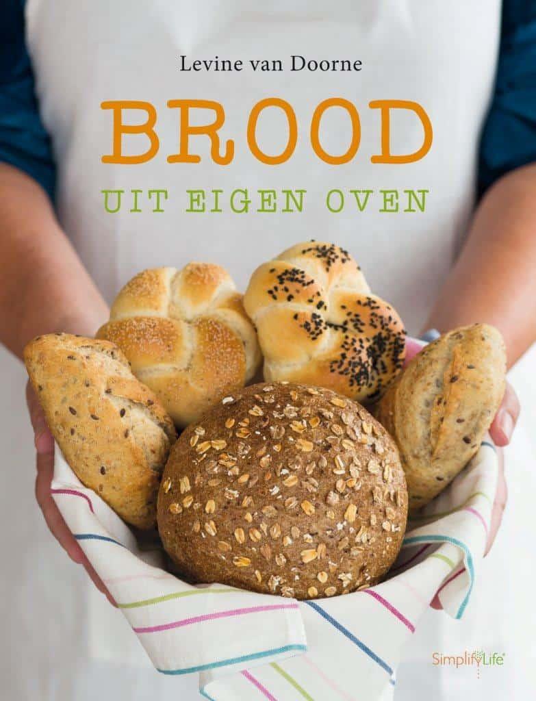 Krentenbollen uit Brood uit egen oven_2