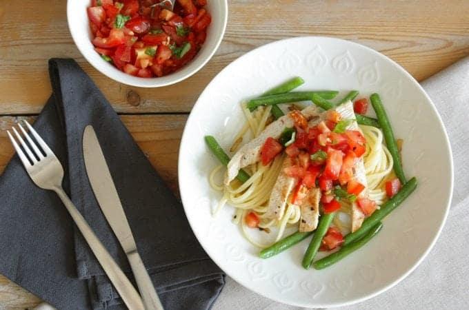Linguine-met-boontjes-tomaat-en-kalkoen_1