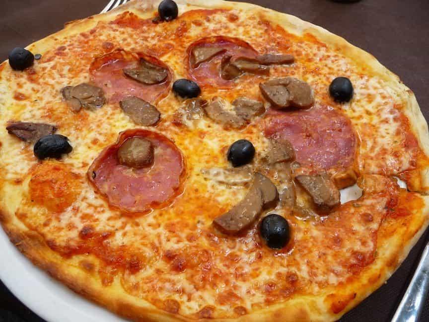 Met je pizza door Pisa_Il Toscano 4