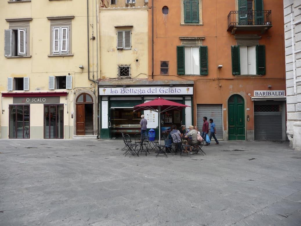 Met je pizza door Pisa_La Bottega del Gelato