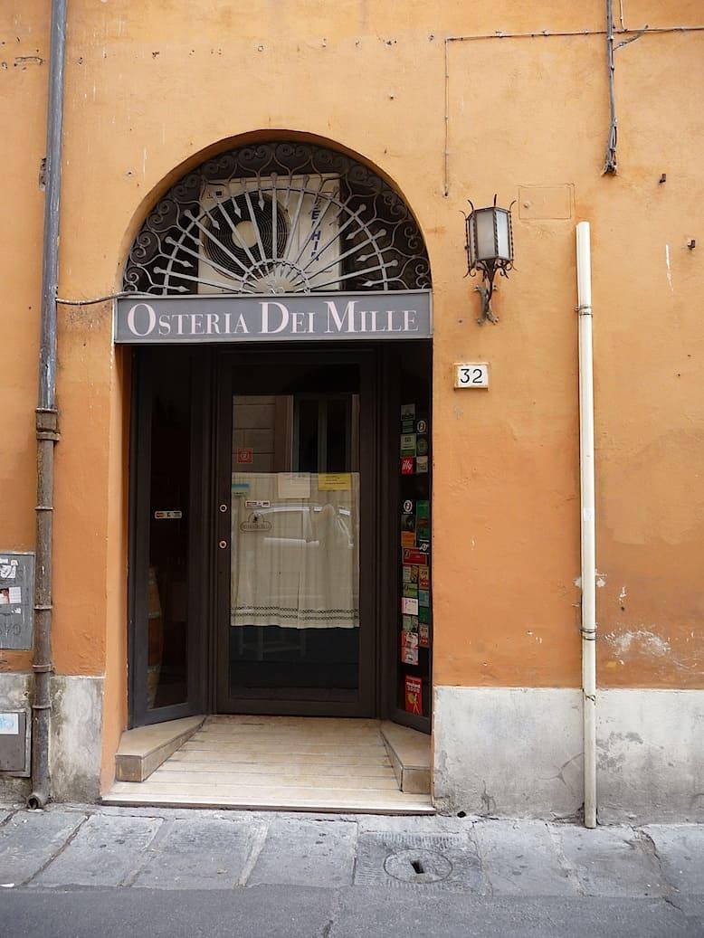Met je pizza door Pisa_Osteria dei Mille