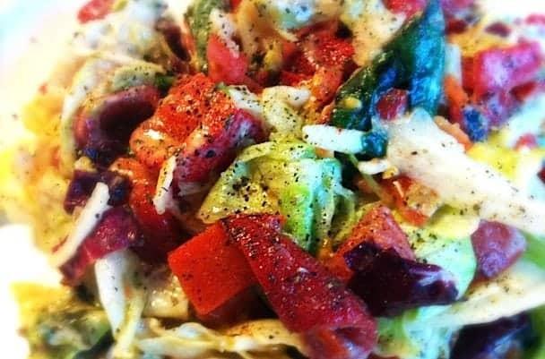 Salade-met-gegrilde-paprika-en-houmous_1