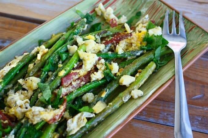 Salade-met-groene-asperges_ei_blauwe-kaas_1-680x450