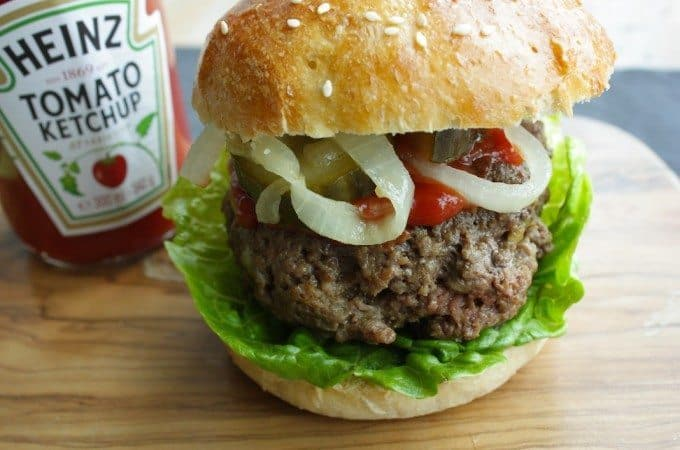Surinaamse-burger-1-680x450