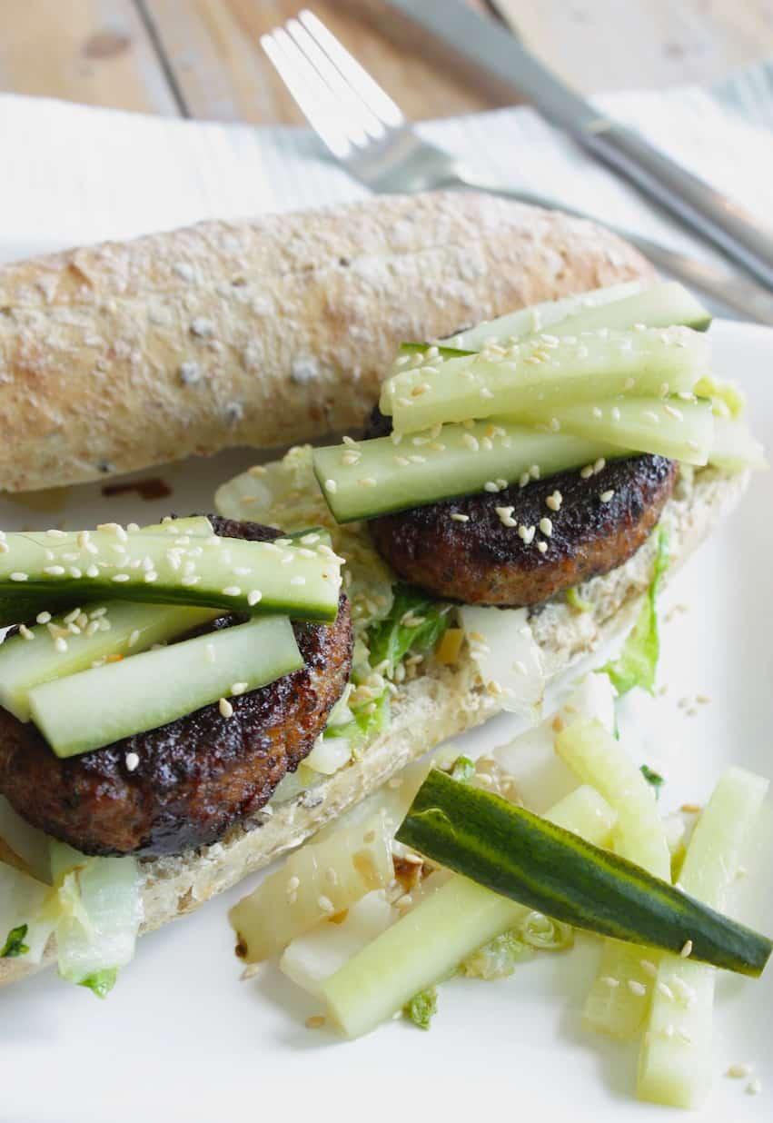 Vegetarische Hoisin burger met komkommer en Chinese kool_2