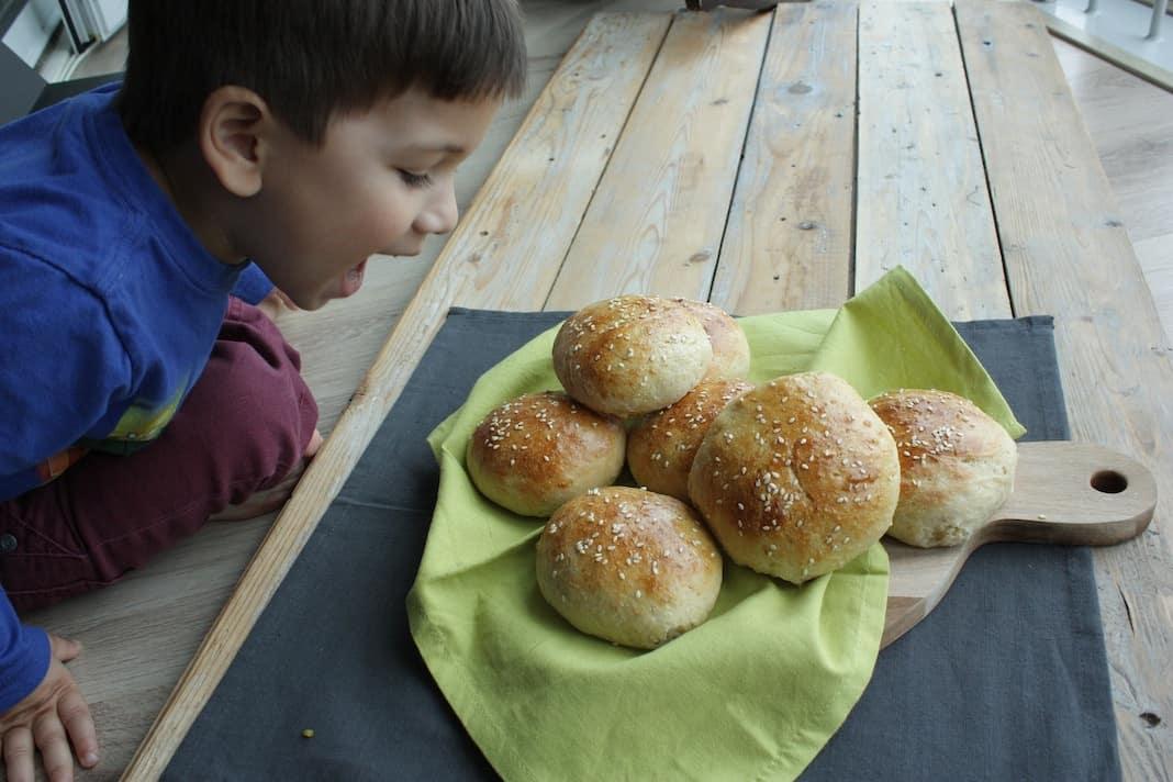 Zelf hamburgerbroodjes maken3