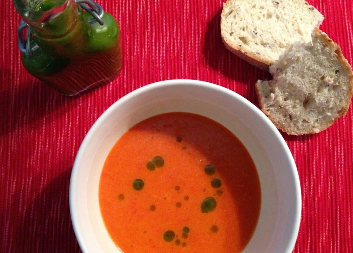 Zoete rode paprika soep met kruidenolie_2