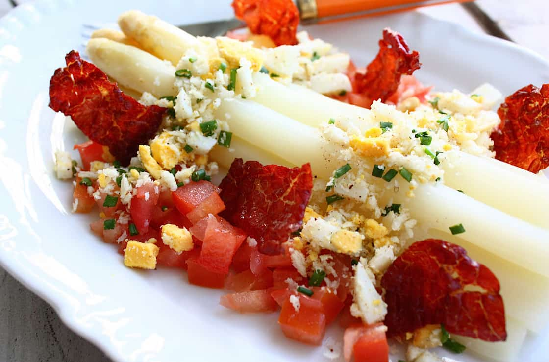 asperges-met-ei-tomaat-en-krokante-ham-3