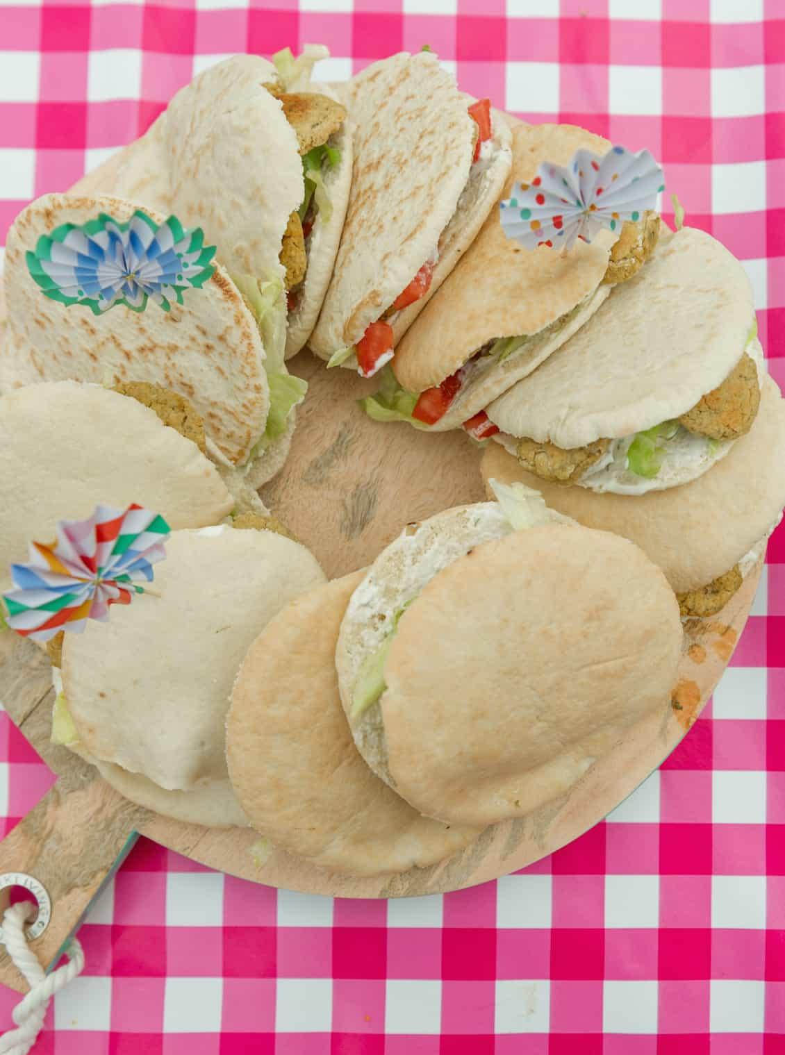broodjes-falafel-met-knoflooksaus-2
