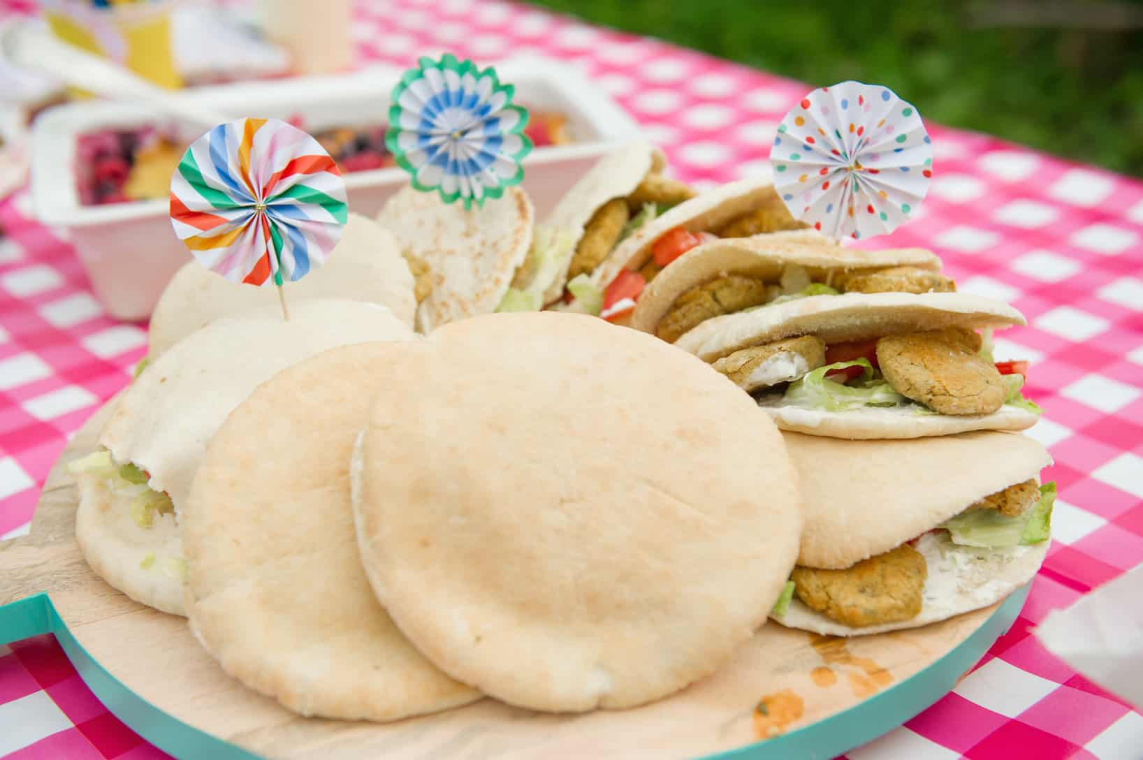 broodjes-falafel-met-knoflooksaus-3
