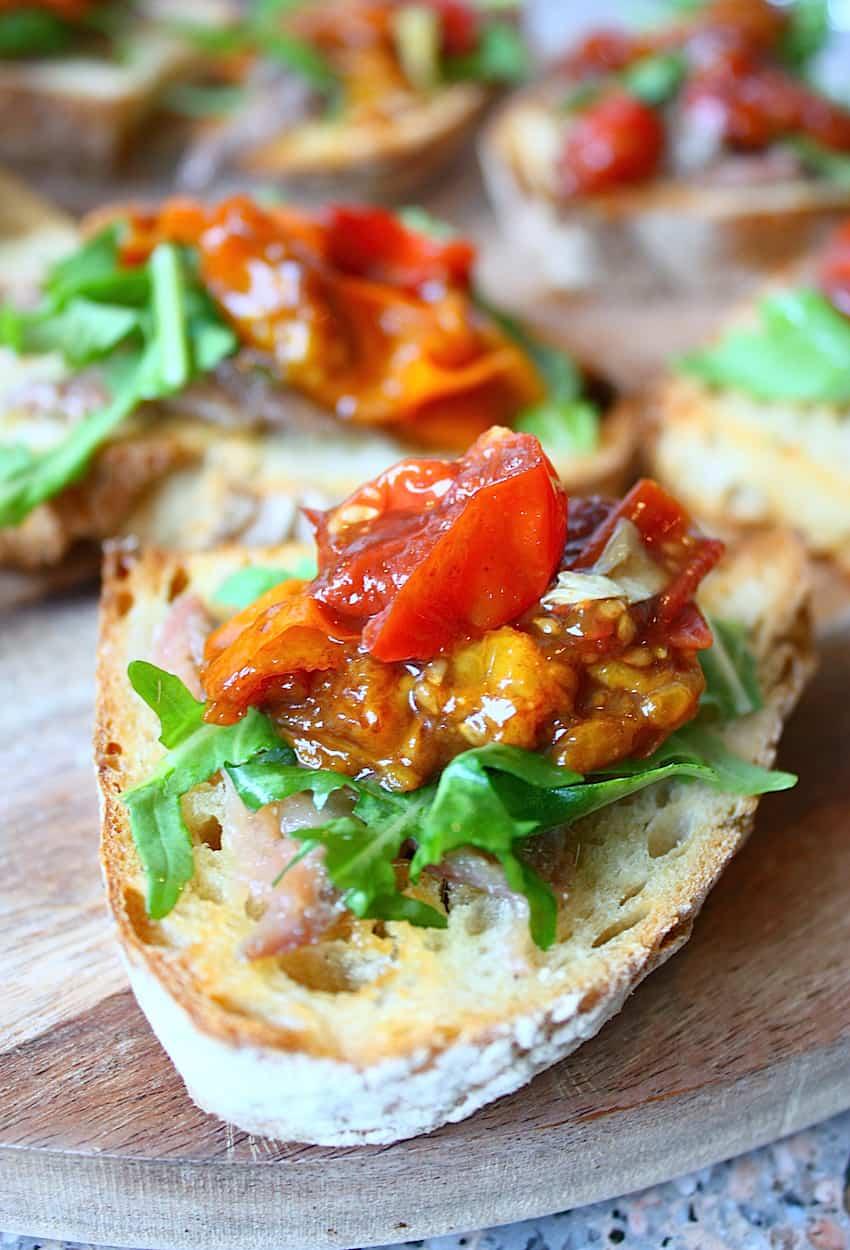 bruschetta-met-ansjovis-rucola-en-balsamico-tomaatjes-2