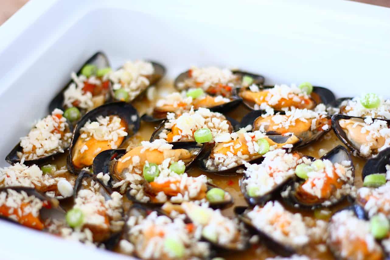 gegratineerde-mosselen-met-oestersaus-en-chili-1