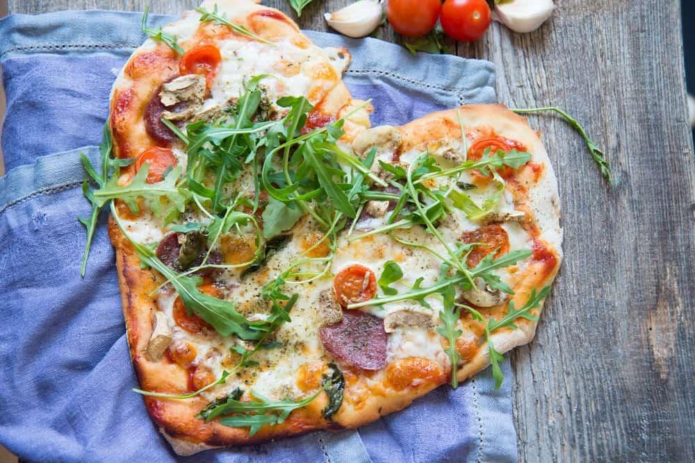 liefdeseten-valentijnsdag-pizza
