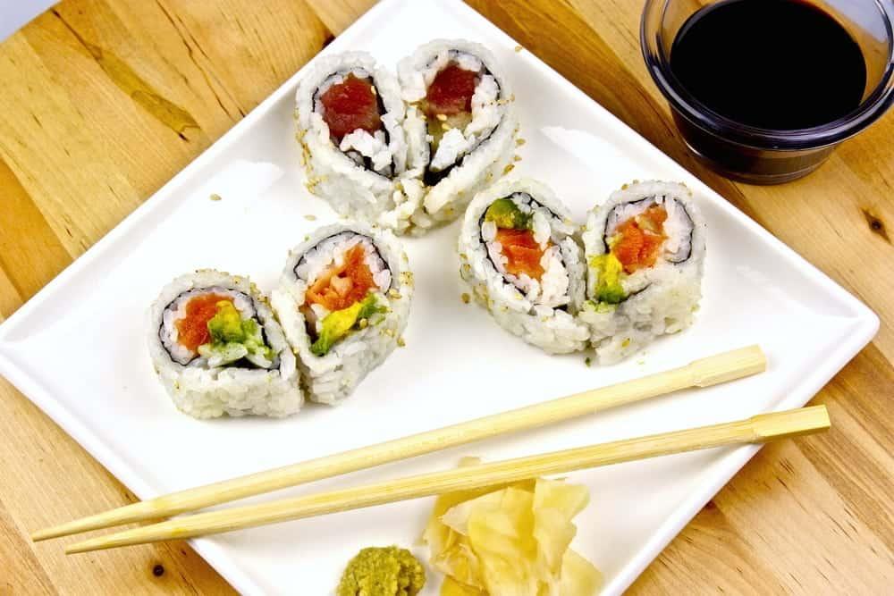 liefdeseten-valentijnsdag-sushi