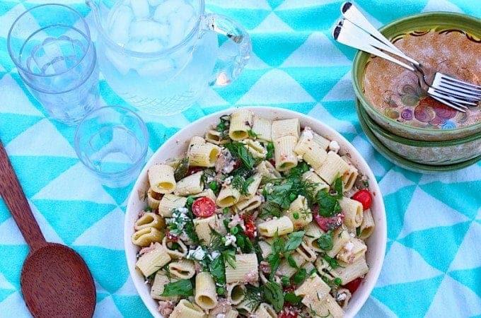 pastaslade-met-tonijn-sardines-en-tomaat-1-680x450