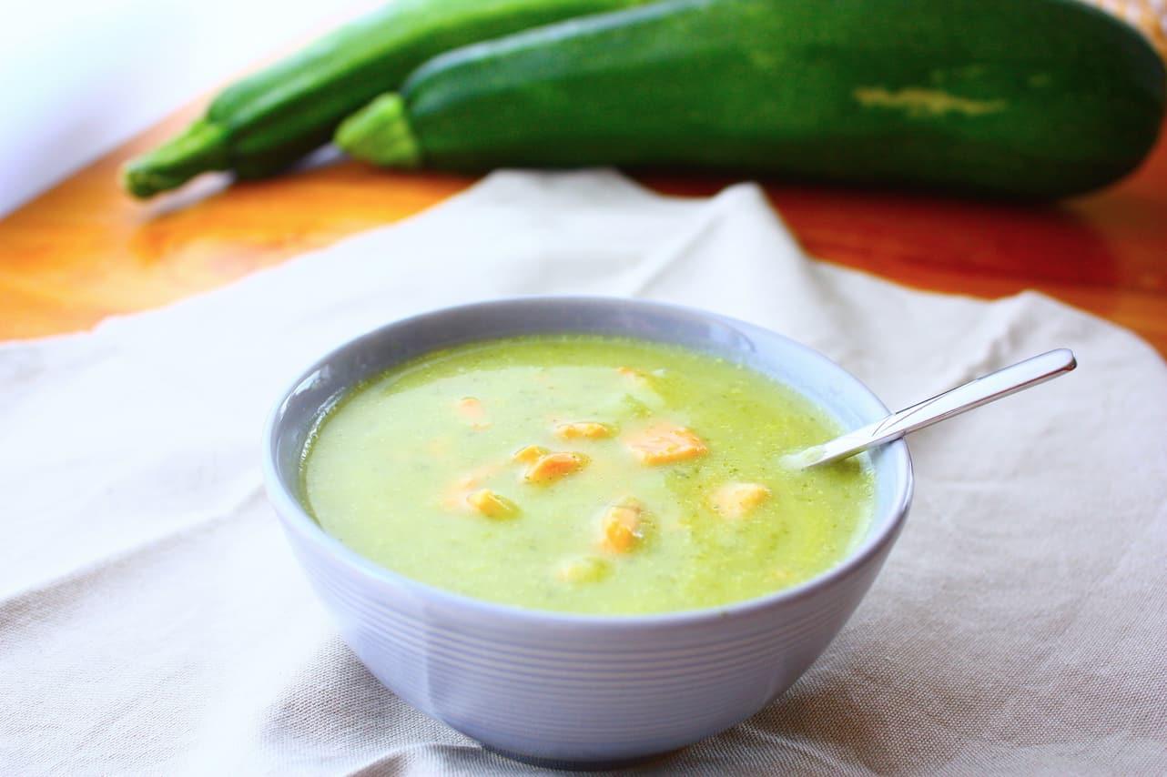 romige-courgette-soep-met-zalmsnippers-1
