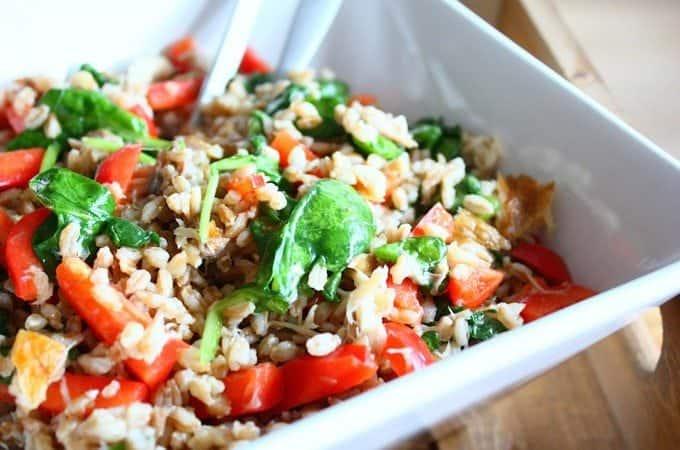 salade-met-farro-en-gerookte-makreel-1-680x450