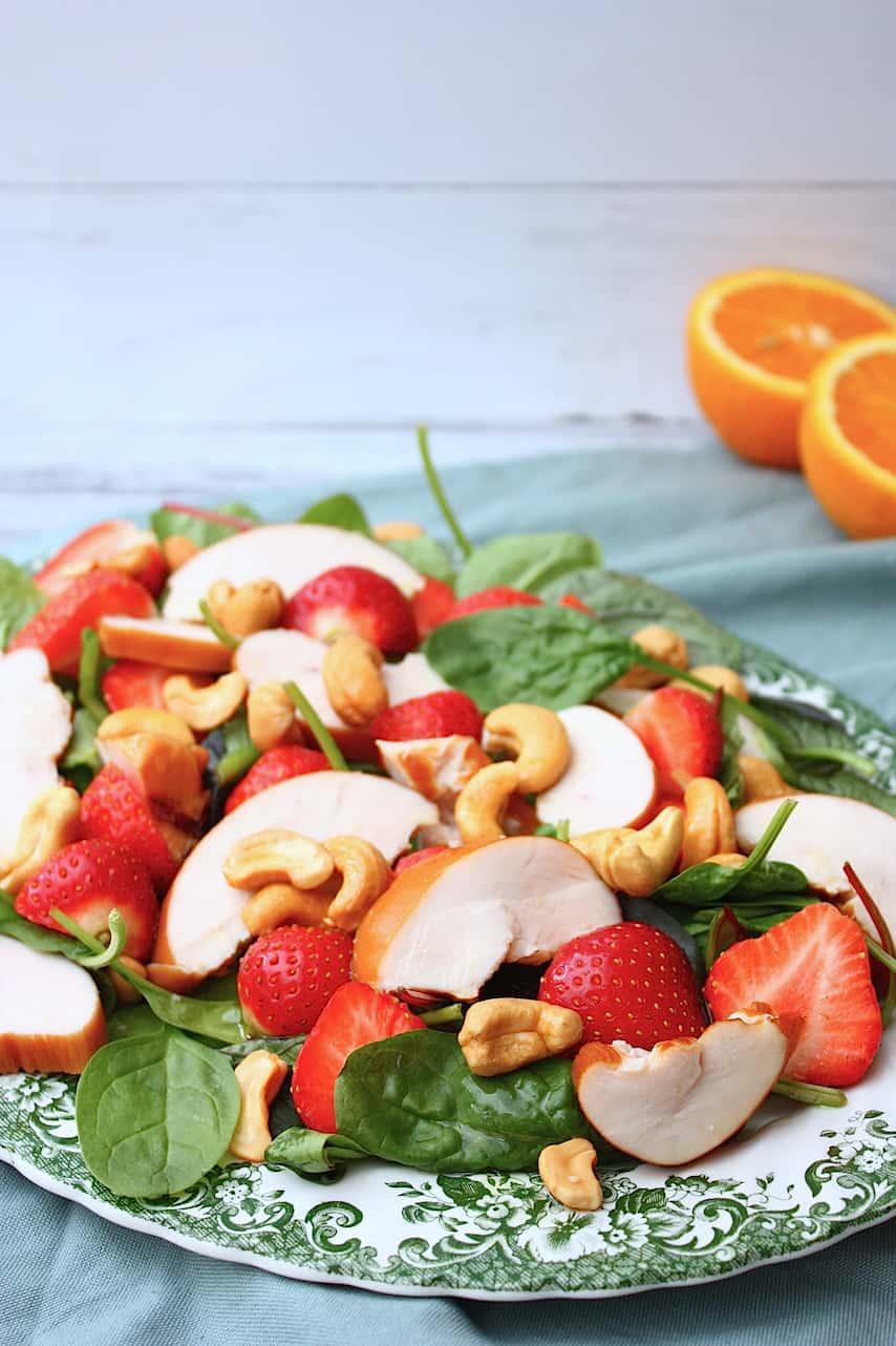 salade_met_aardbeien_gerookte kip_cashewnoten_sinaasappeldressing_2