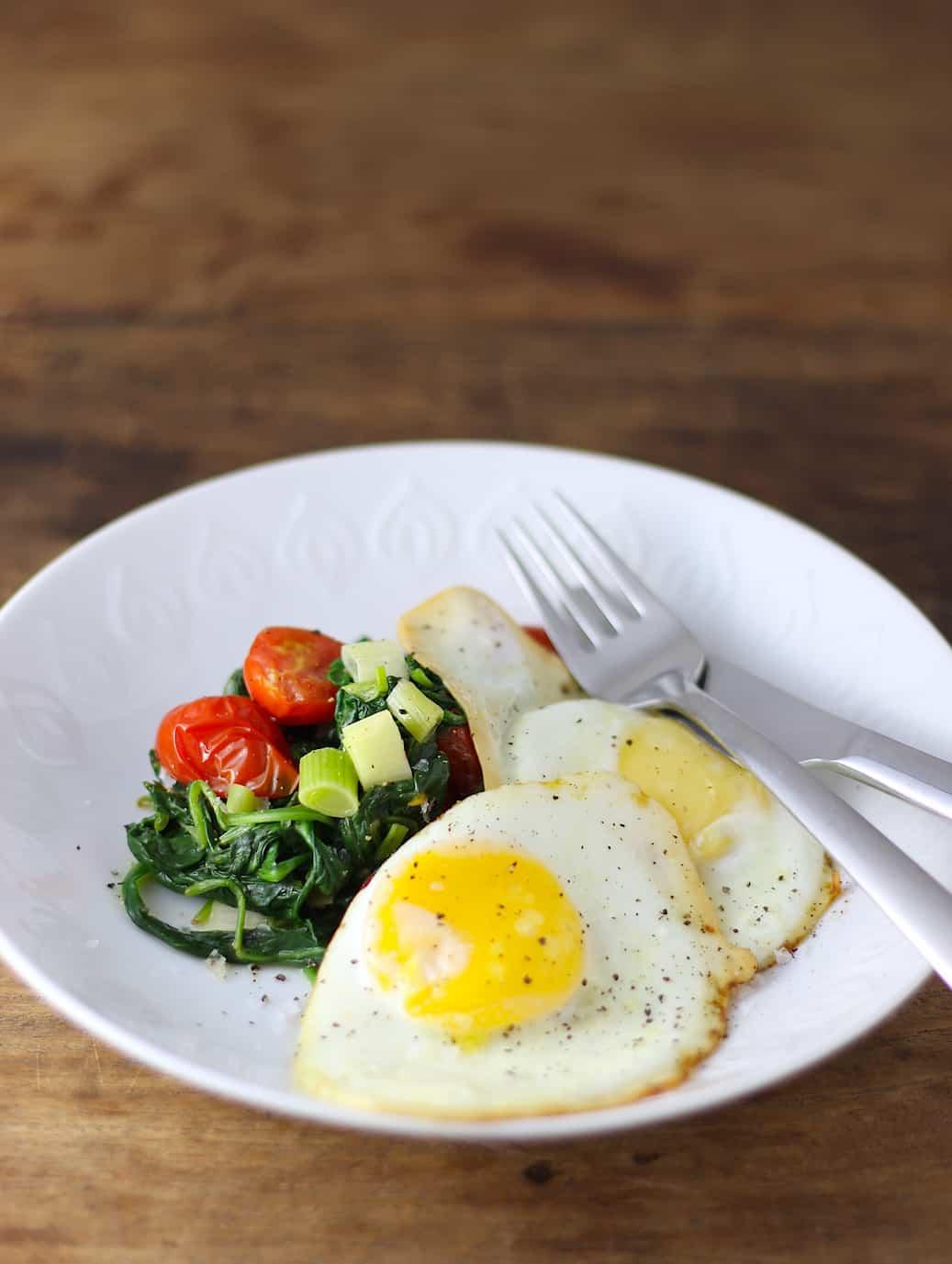 spiegelei-met-roergebakken-groenten-2