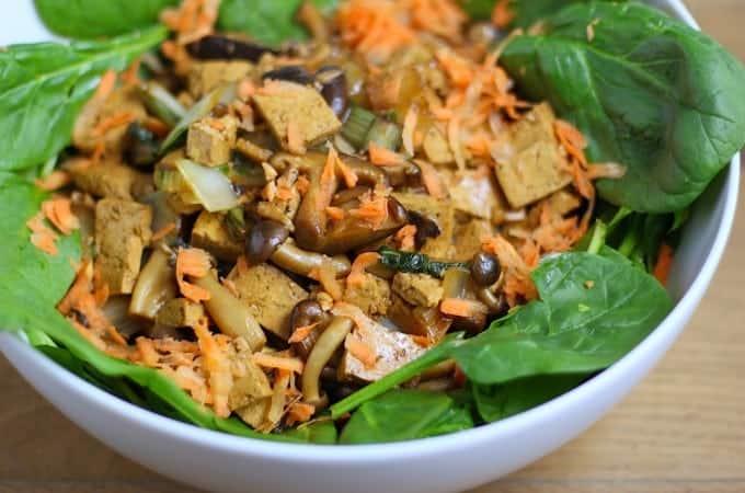 spinaziesalade-met-paddenstoelen-paksoi-en-tofu-3-680x450