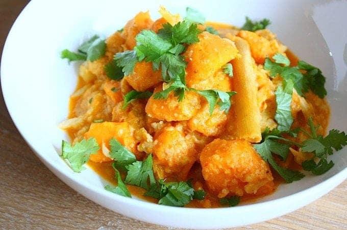 zoete-aardappel-curry-met-bloemkool-1-680x450